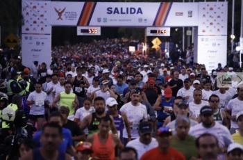 Sheinbaum da banderazo de salida a Maratón de la Ciudad de México