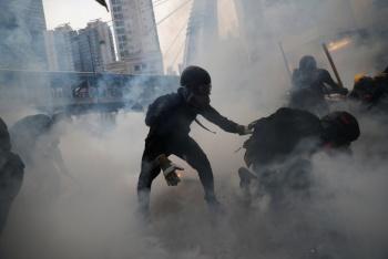Reprime Policía de Hong Kong a manifestantes