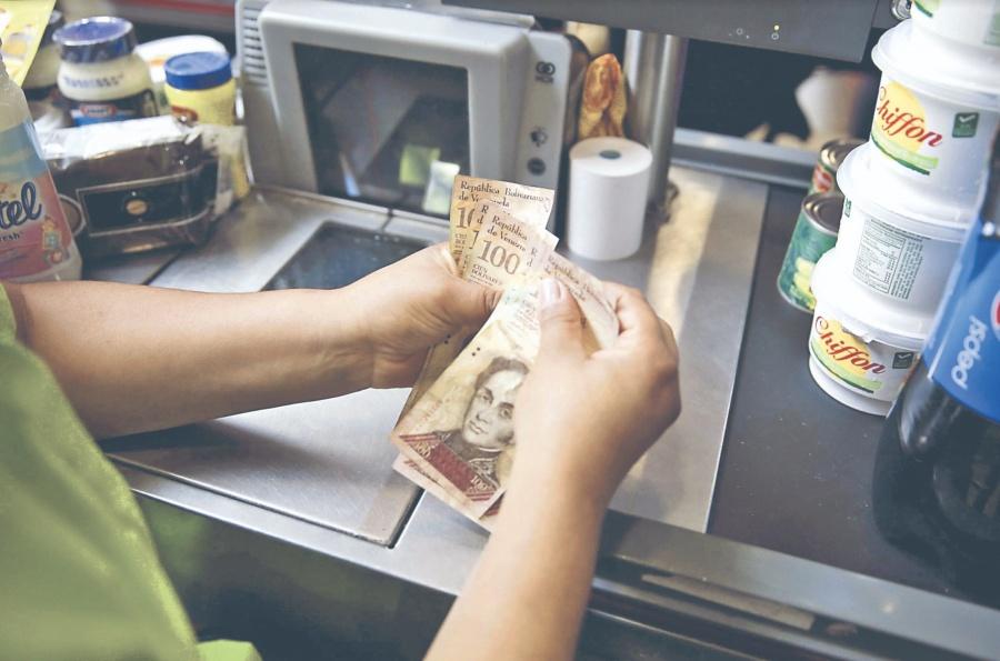 En Venezuela salario mínimo toca fondo con 2.26 dólares