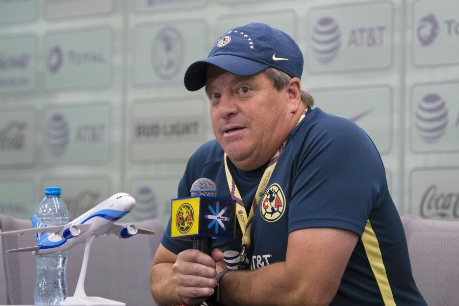 Si Ménez no tiene actitud, no jugará: Miguel Herrera
