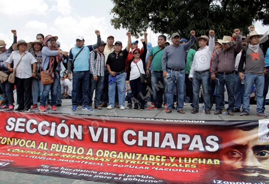 ...Y CNTE en Chiapas impide a docentes dar clases