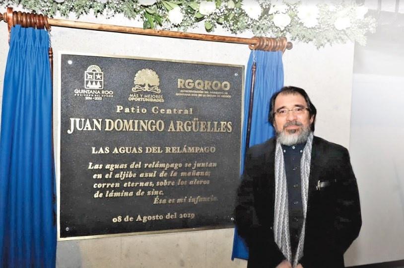 Premian a Juan Domingo Arguelles por difundir la lectura