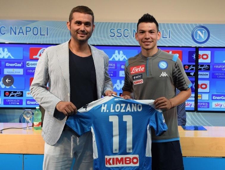 """""""Chucky"""" Lozano es presentado con el Napoli; """"jugaré donde me pongan"""""""