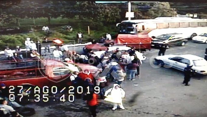 Bloquean vecinos de Tlalpan la carretera México-Cuernavaca