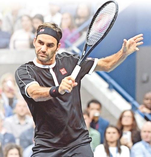 Con juego para el olvido, Federer gana en su debut