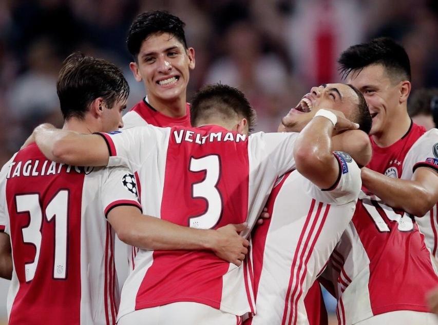 El Ajax y Edson Álvarez a fase de grupos de la Champions League