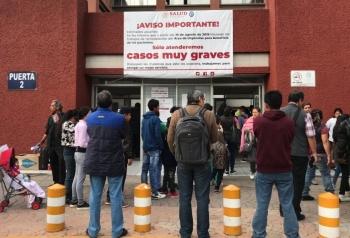 """Padres de niños con cáncer se manifiestan en el Hospital """"Federico Gómez"""""""