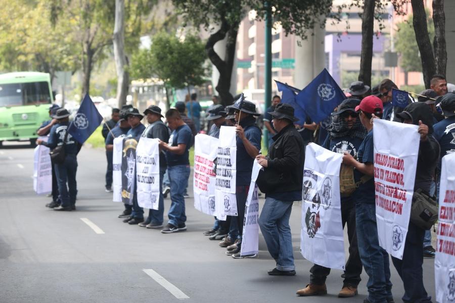 Habilitan carril en Periférico Sur; Policías Federales mantienen bloqueo