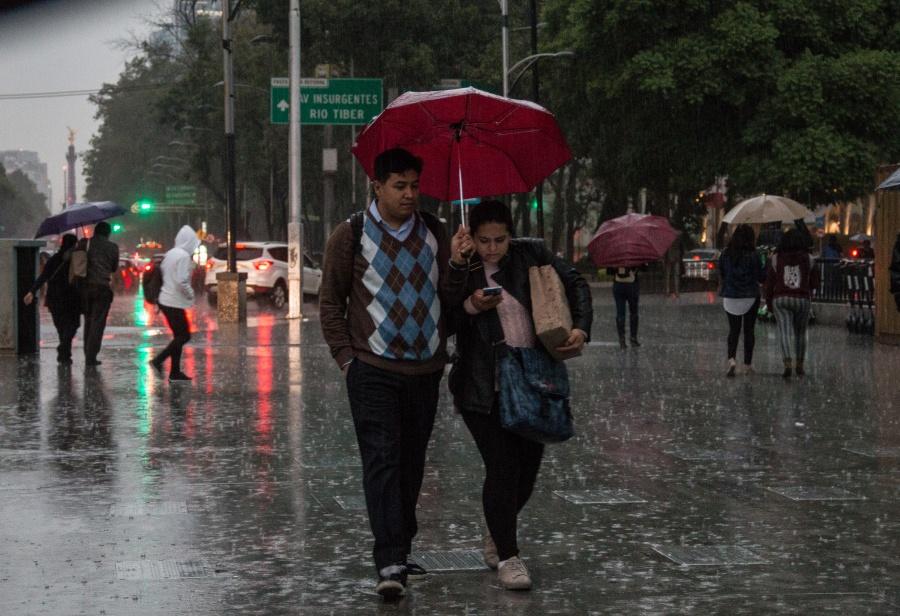 ¡No guardes el paraguas! Prevén lluvias y chubascos en la CDMX