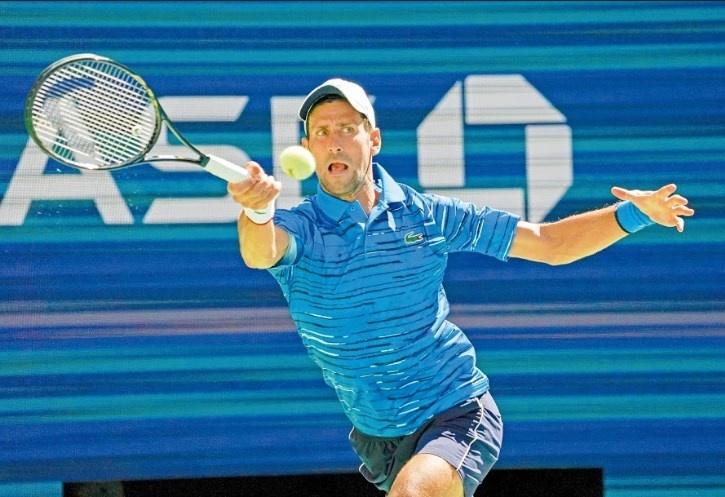 Novak Djokovic accede a tercera ronda con lesión