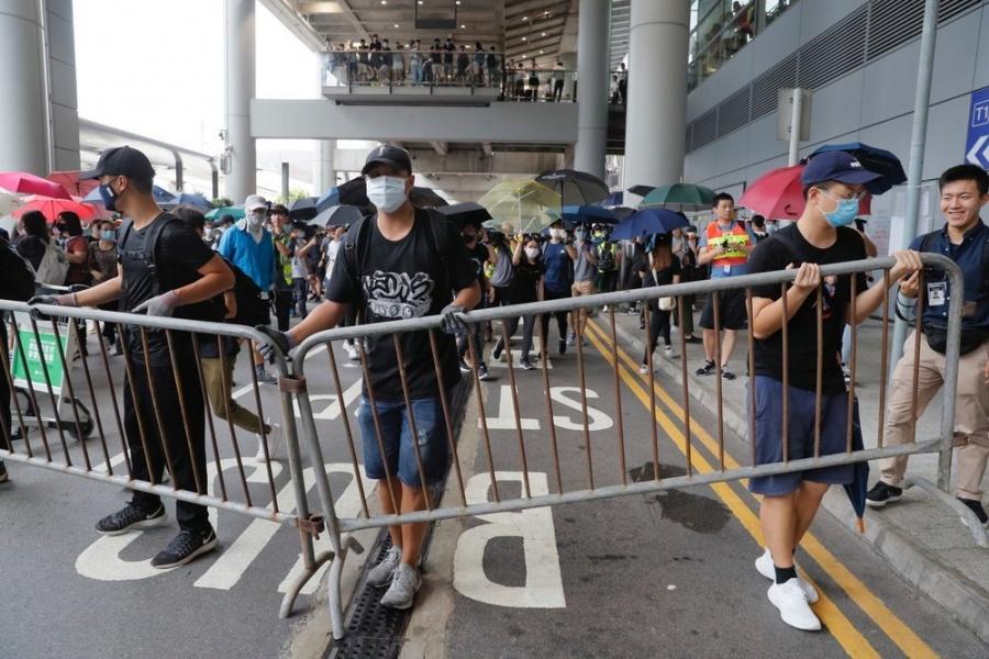 Se registran nuevos disturbios en el aeropuerto de Hong Kong
