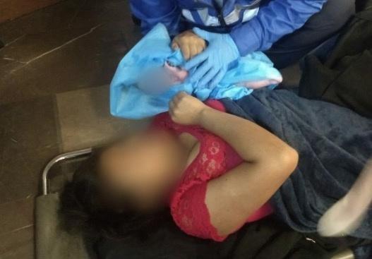 Mujer da a luz en la estación Pantitlán del Metro
