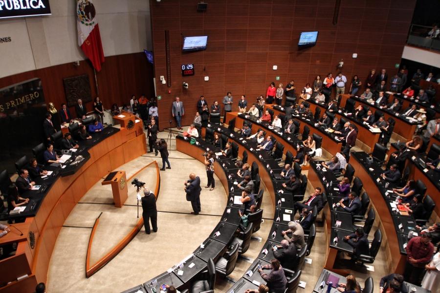 """Aprueba López Obrador que se elimine senadores """"pluris"""""""