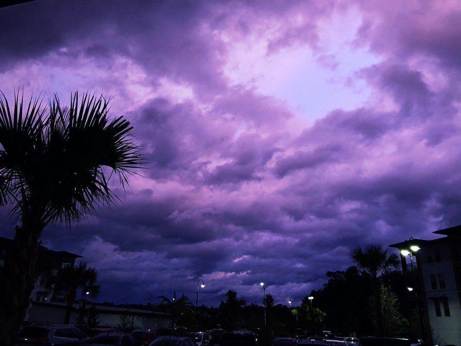 El paso del huracán Dorian deja un gran espectáculo púrpura en Florida