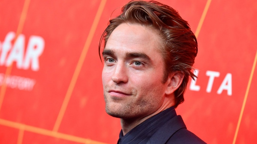 Robert Pattinson necesita a cinco personas para entrar en el traje de Batman