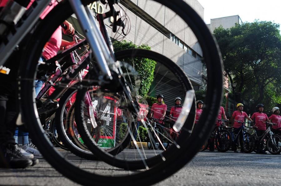 """""""Trolebici"""" en Eje Central, riesgoso para la salud de ciclistas: Greenpeace"""