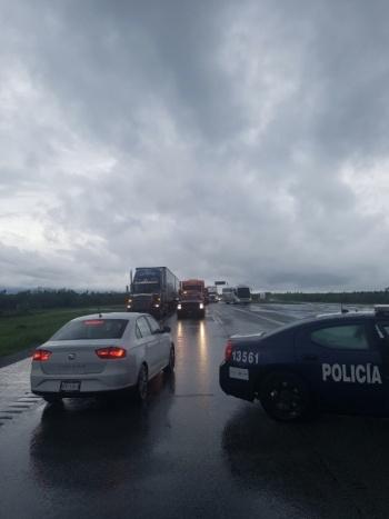 Inundaciones provocan cierre en la carretera Monterrey-Nuevo Laredo