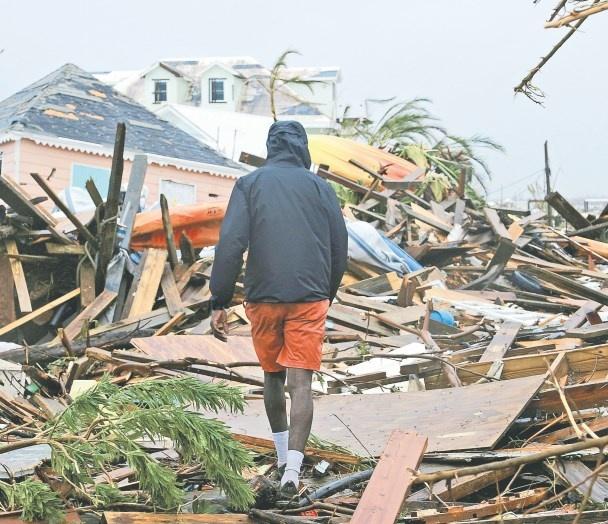 Dorian azota costa de EU tras dejar 24 muertos en las Bahamas