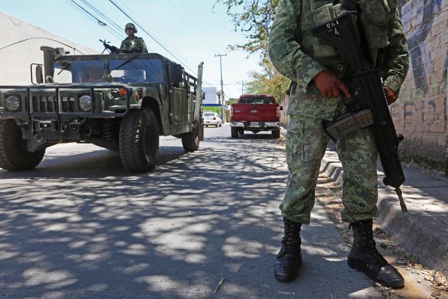Sedena alerta de página web falsa que subasta vehículos militares