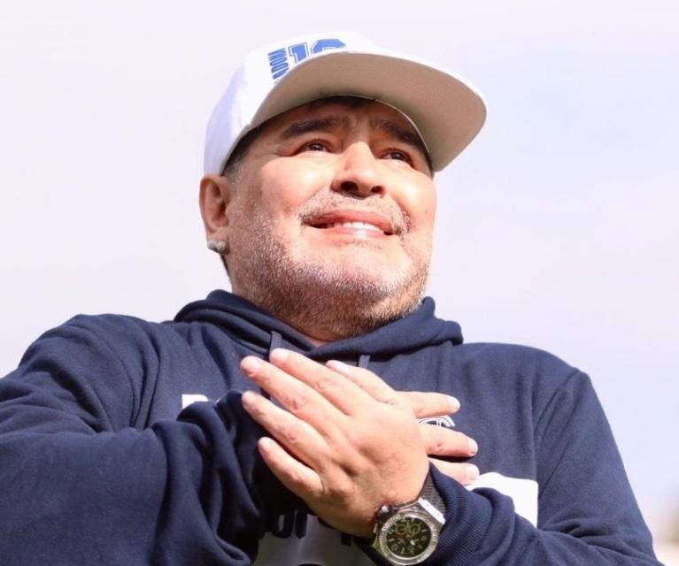 Gimnasia y Esgrima presenta a Maradona como su nuevo DT