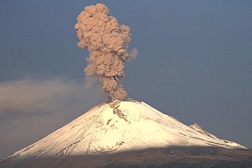 Explosión en el Popocatépetl genera columnas de 2 kilómetros
