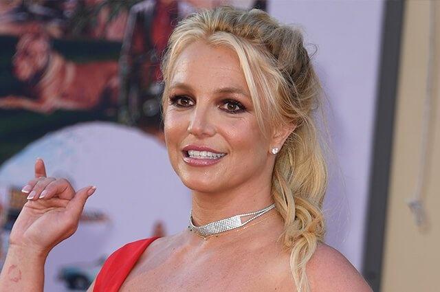 El padre de Britney Spears dimite temporalmente como su tutor legal