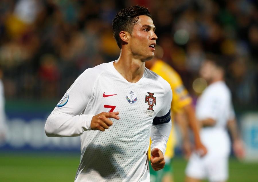 Póker de Cristiano Ronaldo da el triunfo a Portugal sobre Lituania
