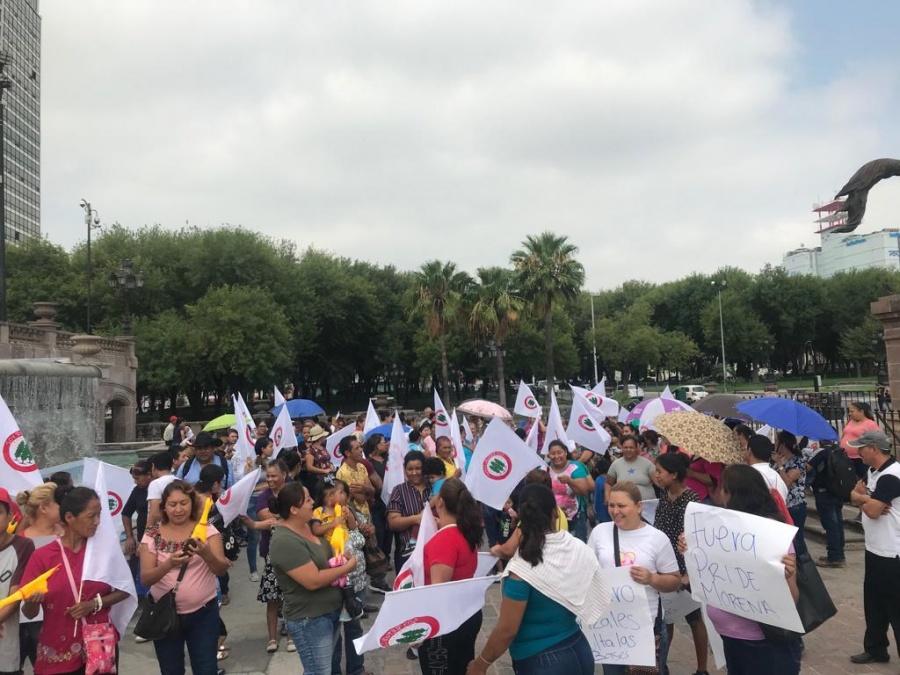 """Militantes de Morena y Soy Republicano protestan por """"concesiones"""" a Marcos Gonzalez"""