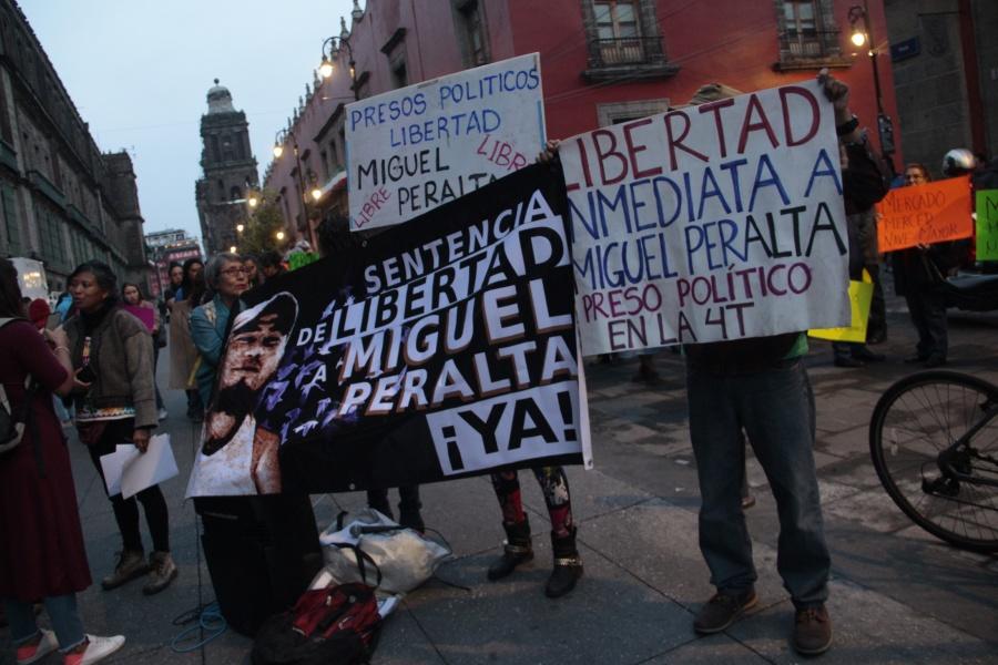 Manifestantes toman accesos a Palacio Nacional
