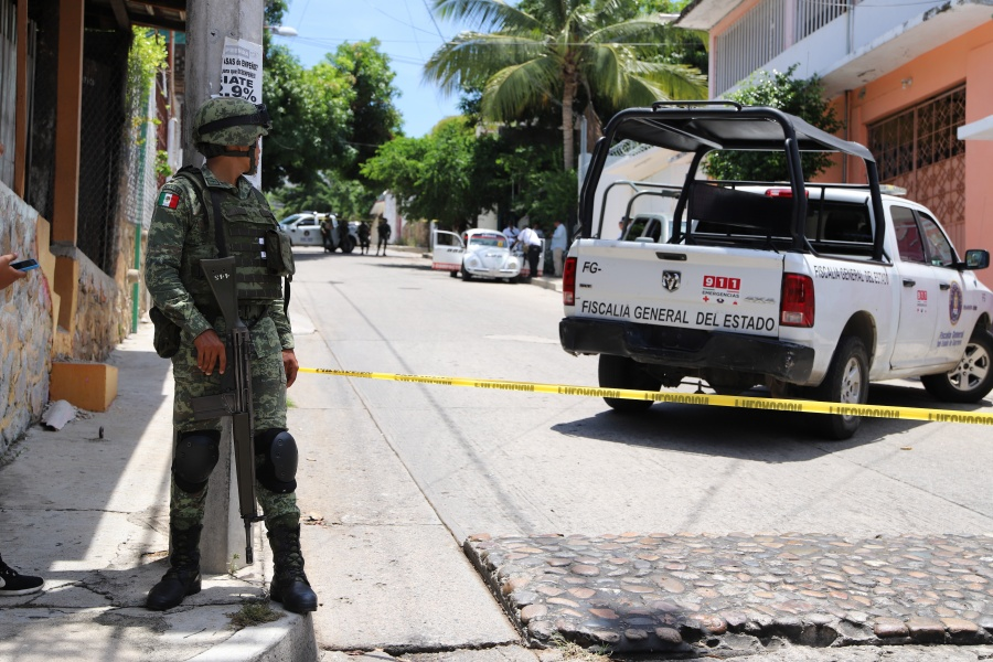 Militares responderán agresiones, pero sin abusar de la fuerza: AMLO