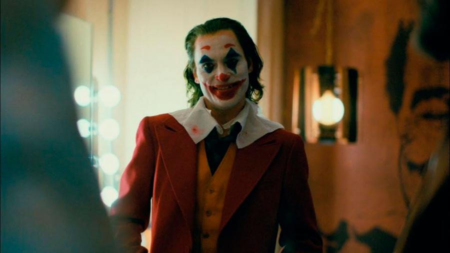 """Tráilers de """"Joker"""" aparecen doblados con la voz de Rubén Léon"""