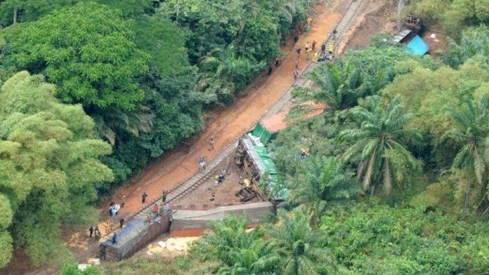 Mueren 50 personas tras descarrilamiento de tren en el Congo