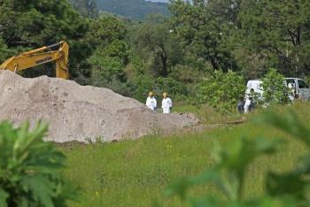 Extraen 119 bolsas con restos humanos de fosa clandestina de Zapopan