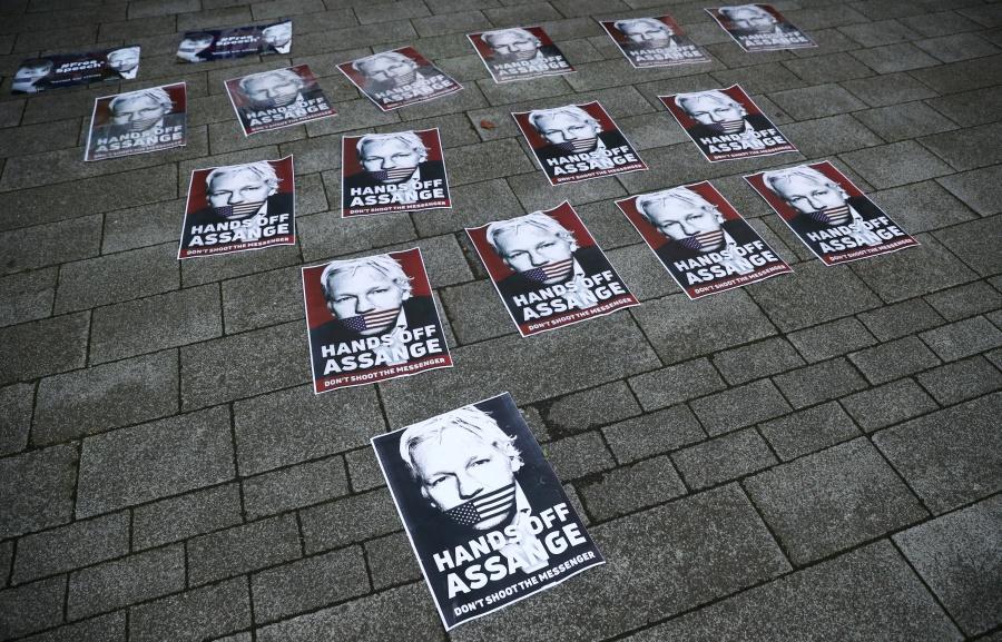 Assange se mantendrá en prisión a la espera de juicio de extradición