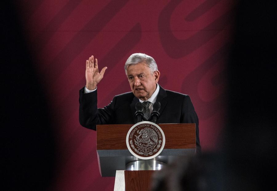 """Acusa López Obrador al PAN y PRI de apoyar """"huachicol de facturas"""""""