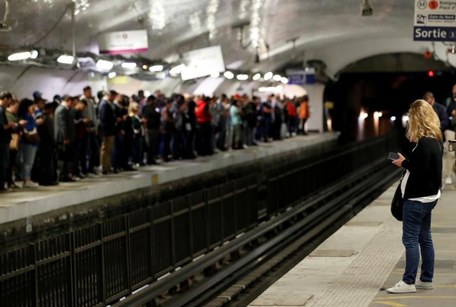 Huelga masiva del transporte público genera caos en París