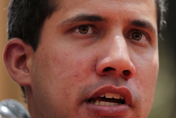 Gobierno de Venezuela difunde fotos de Guaidó con supuestos narcos