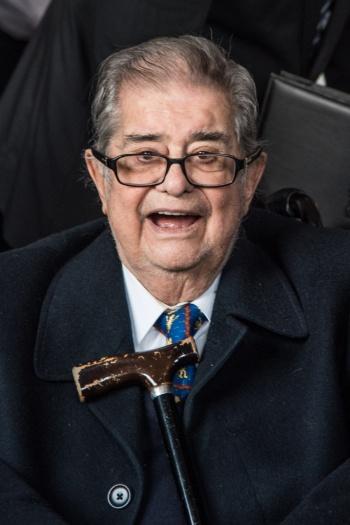 Galardona la SEP a Miguel León Portilla con medalla Nezahualcóyotl