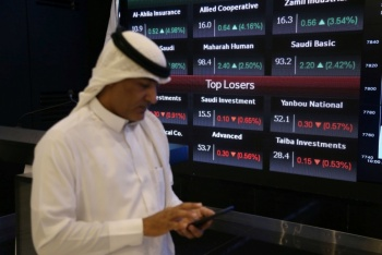 Precios del crudo se disparan tras ataques a refinerías en Arabia Saudí