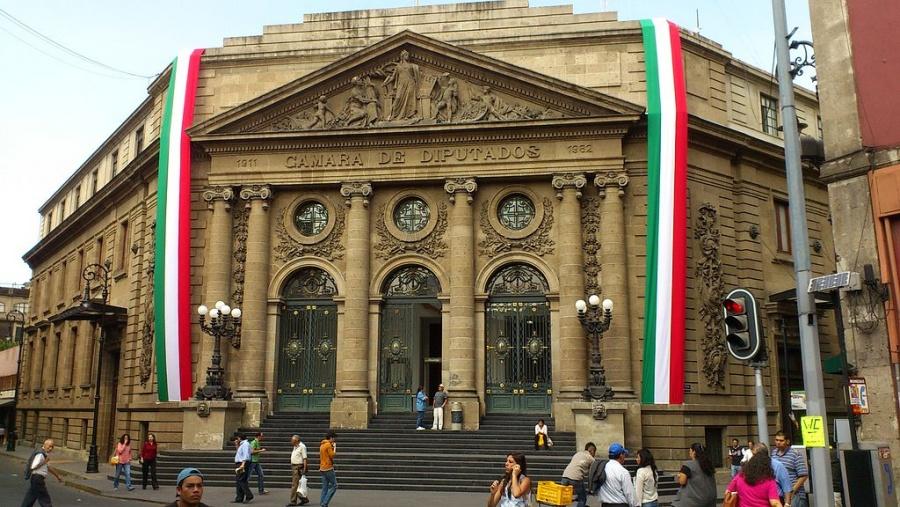 Se registran cierres viales en las inmediaciones del Congreso de la CDMX