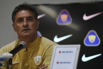 Debates del equipo se deben resolver en el vestuario: Míchel responde a Carlos González