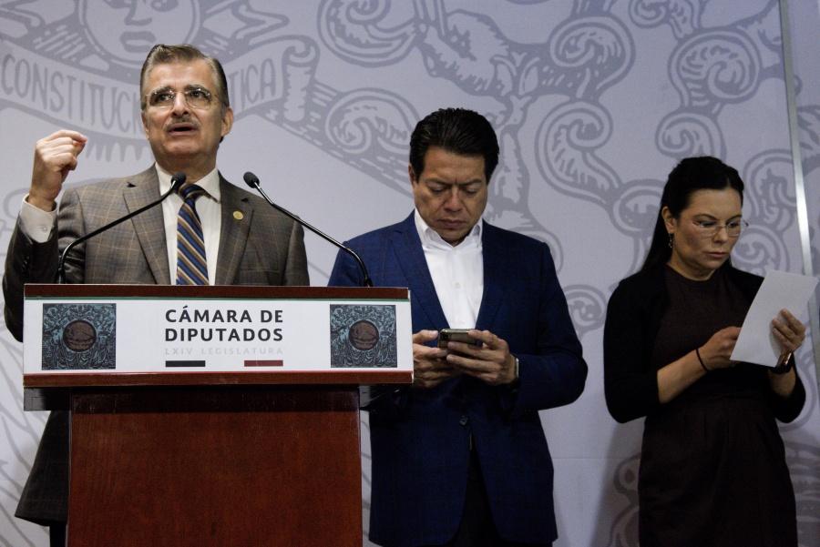 Diputados de oposición votarán contra plazas directas a normalistas