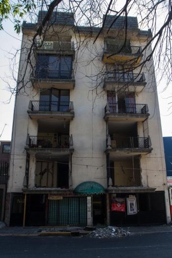 Constructoras de viviendas dañadas en sismos deberán responsabilizarse, dice AMLO