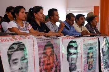 Pide AMLO a la población aportar datos sobre Ayotzinapa