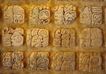 Reabren el Palacio Cantón con exposición sobre jeroglíficos mayas