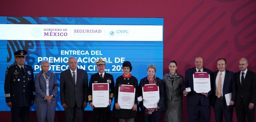 Entregan Premio Nacional de Protección Civil