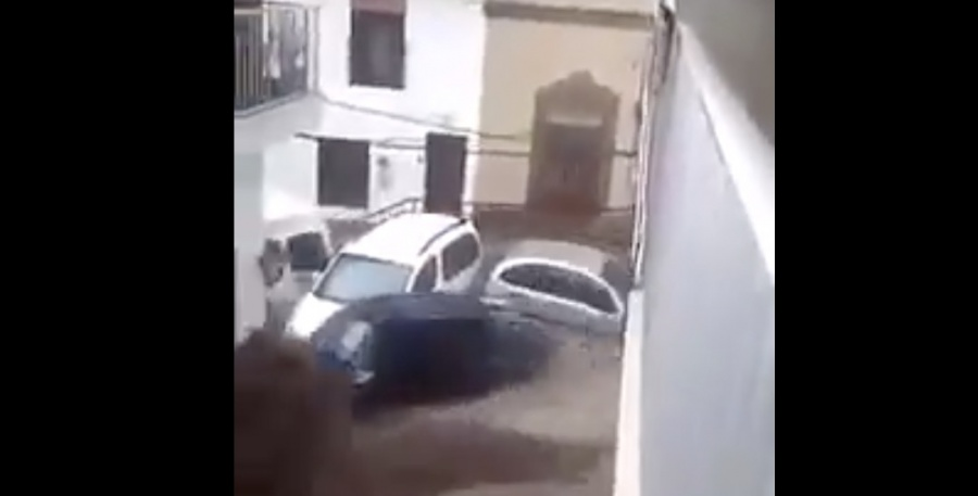 VIDEO: Lluvias causan desbordamiento de arroyo en Manzanillo