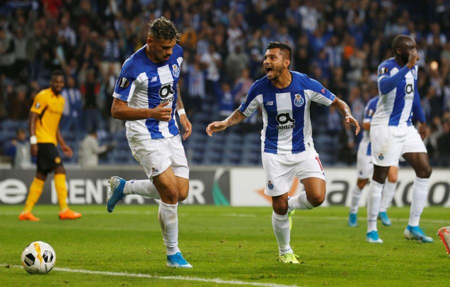 """""""Tecatito"""" colabora en el triunfo del Porto sobre el Young Boys en la Europa League"""