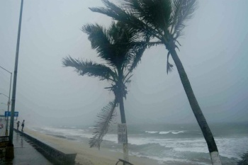 Huracán Lorena toca tierra al noreste de Playa Pérula, Jalisco