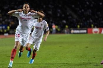 """Sevilla y el """"Chicharito"""" golean al Qarabag en la Europa League"""